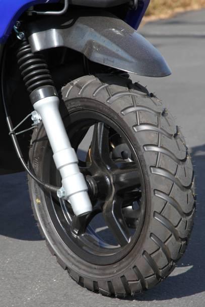 2009_Yamaha_Zuma_front_wheel