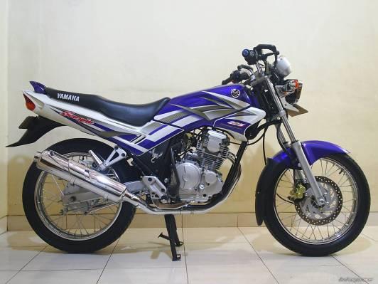 Yamaha Scorpio (IMHO cakep ini daripada generasi setelahnya, apalagi generasi terakhir)