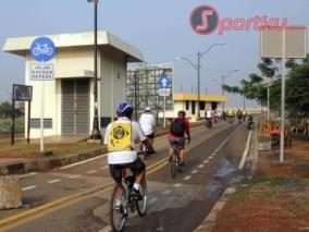 aksi-damai-rebut-jalur-sepeda-bkt-20121005101748-4221