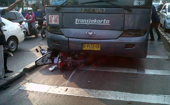 Kecelakaan-Busway_Jatinegara